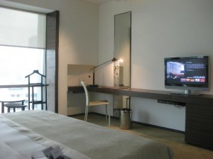 Le Meridien Bangkok Hotel view from the other side of the bed with TV and balcony