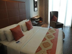On8 Sukhumvit Bangkok Hotel bed in room