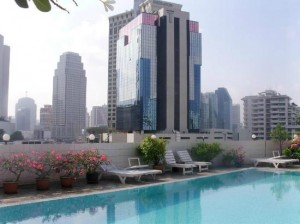 Ruamchitt Plaza Hotel view by the pool of Bangkok