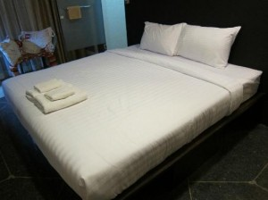 Silom Art Hostel double bed