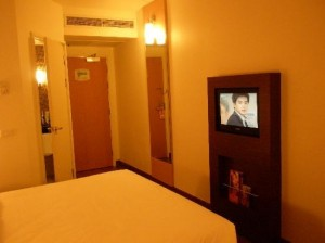 ibis-nana-hotel-room.amenities