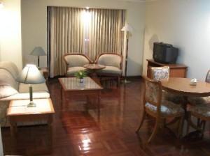 omni-tower-bangkok-room